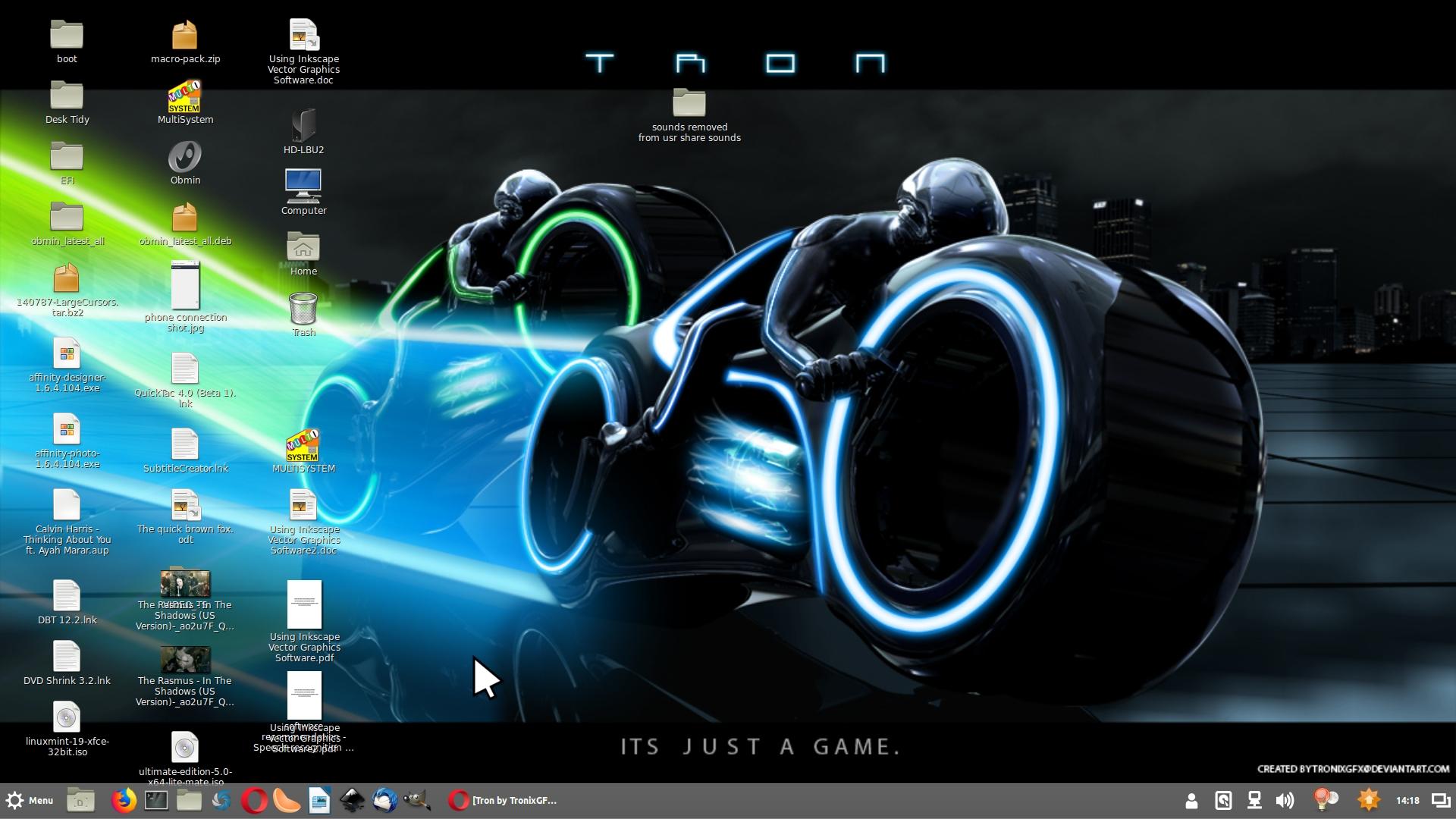 Tron desktop ala Cinnamon.jpg